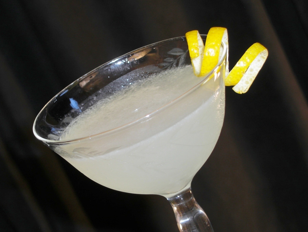 Lemon Drop Martini | MixnSip.com